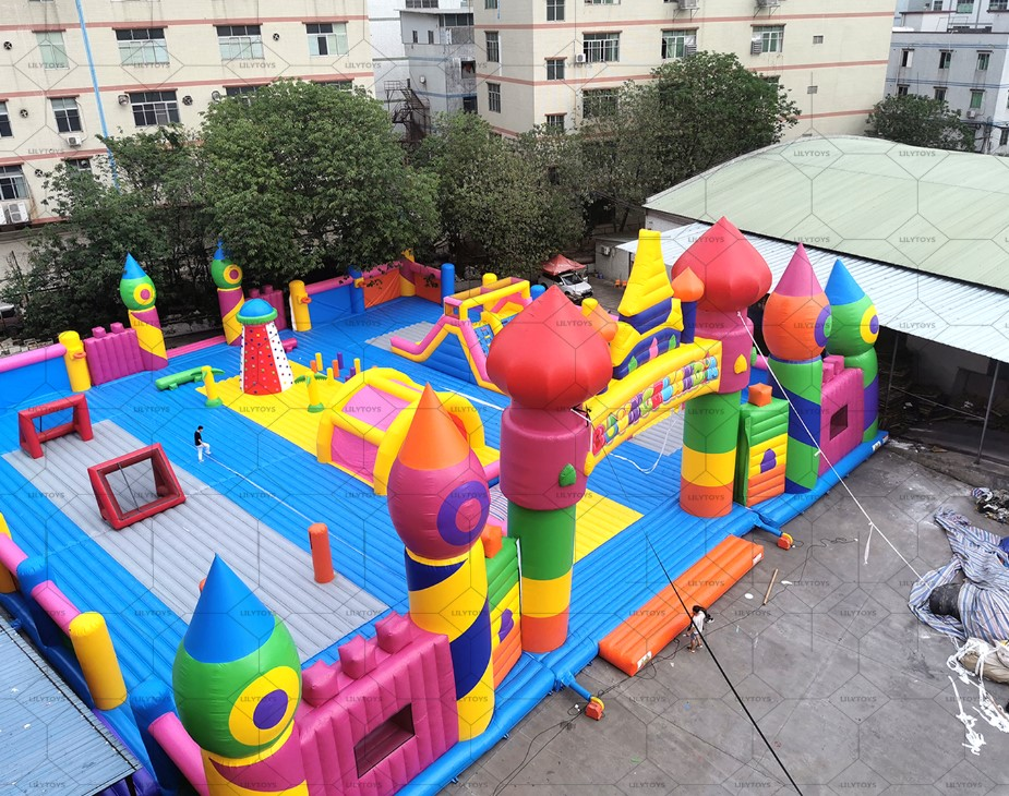 big inflatable bounce for the indoor and outdoor