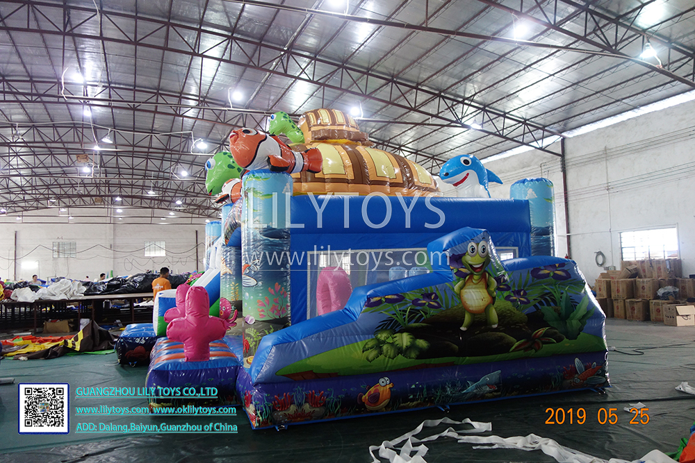 inflatable bouncer with slide bounce castle