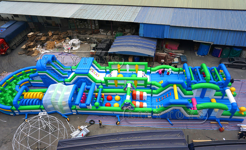 Big obstacle course for teenages and adults
