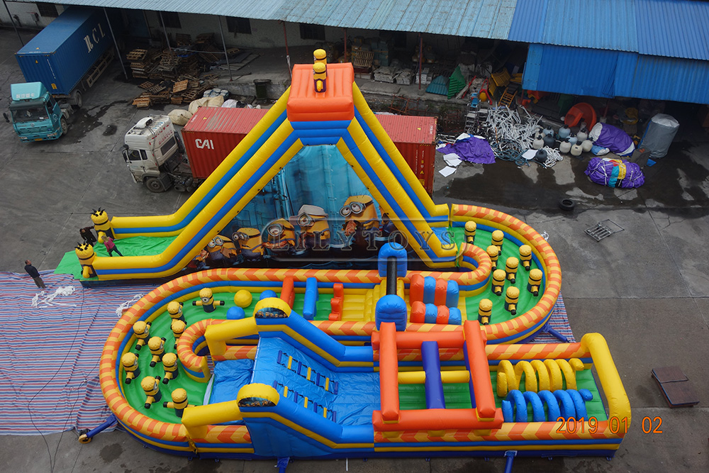 Inflatable obstacle course-05