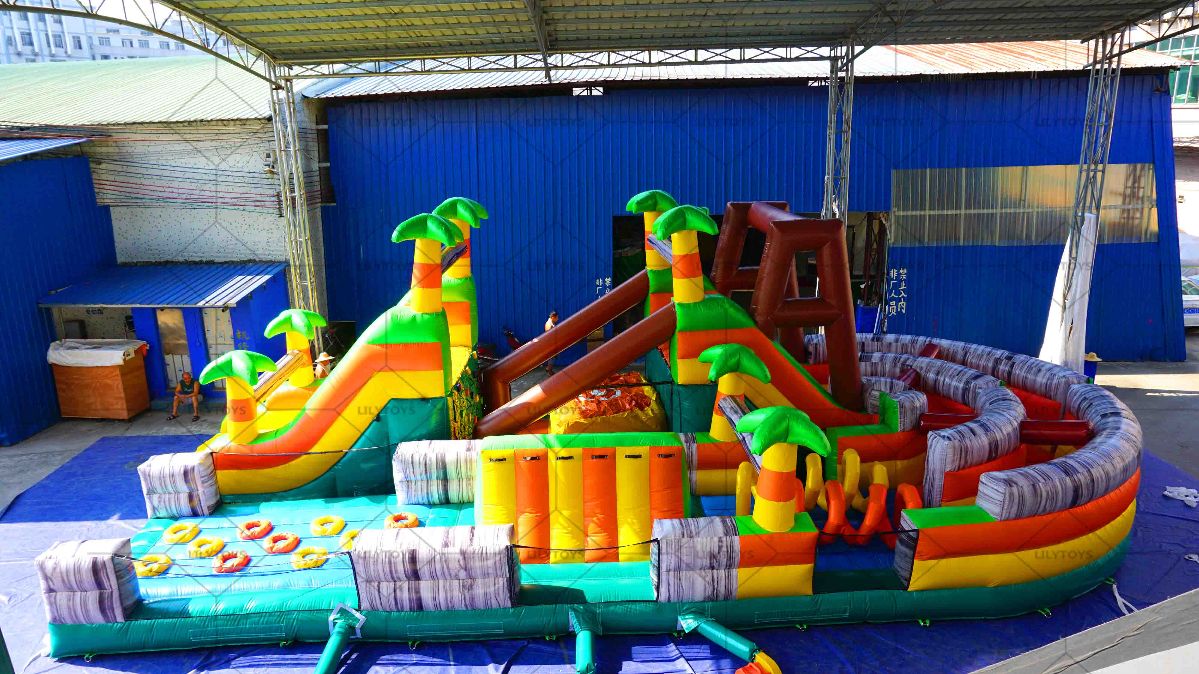 Tropical inflatable runing course