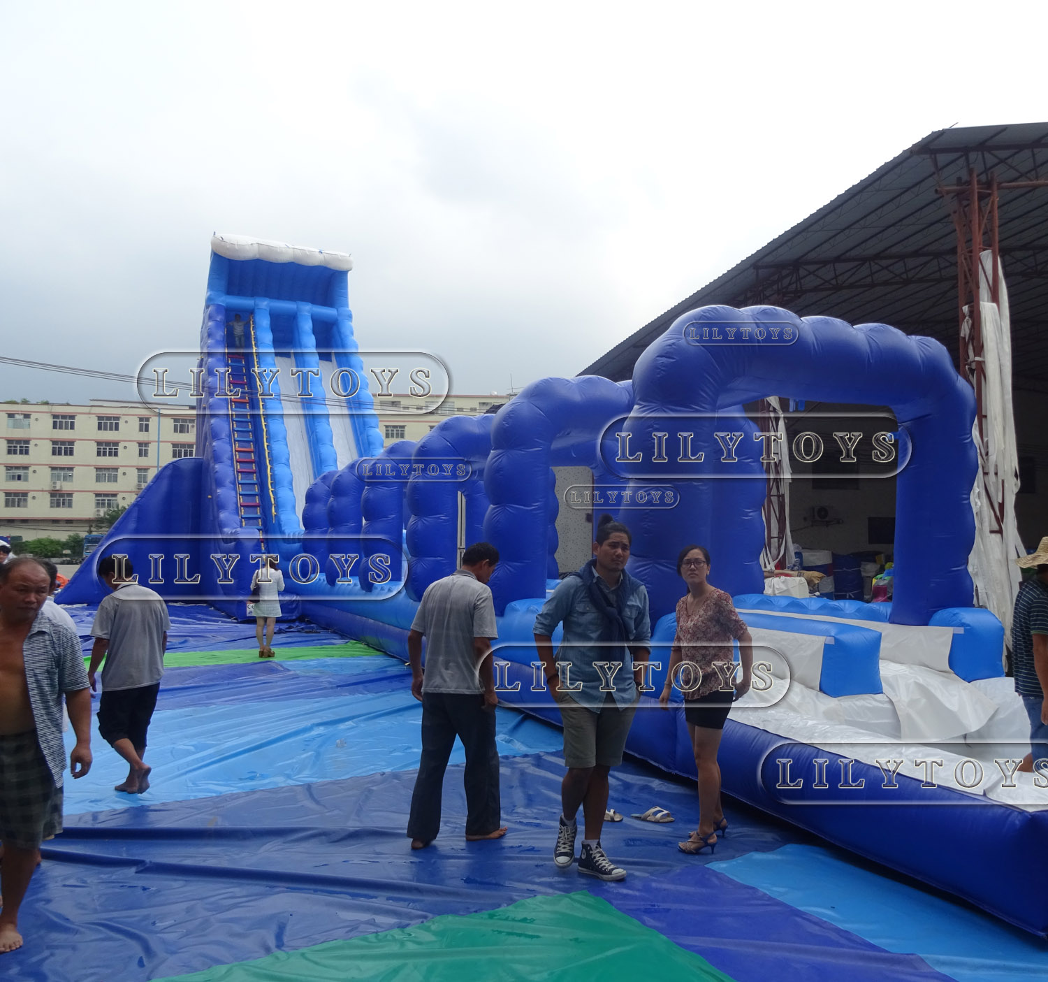 blue adults inflatable water slide for beach