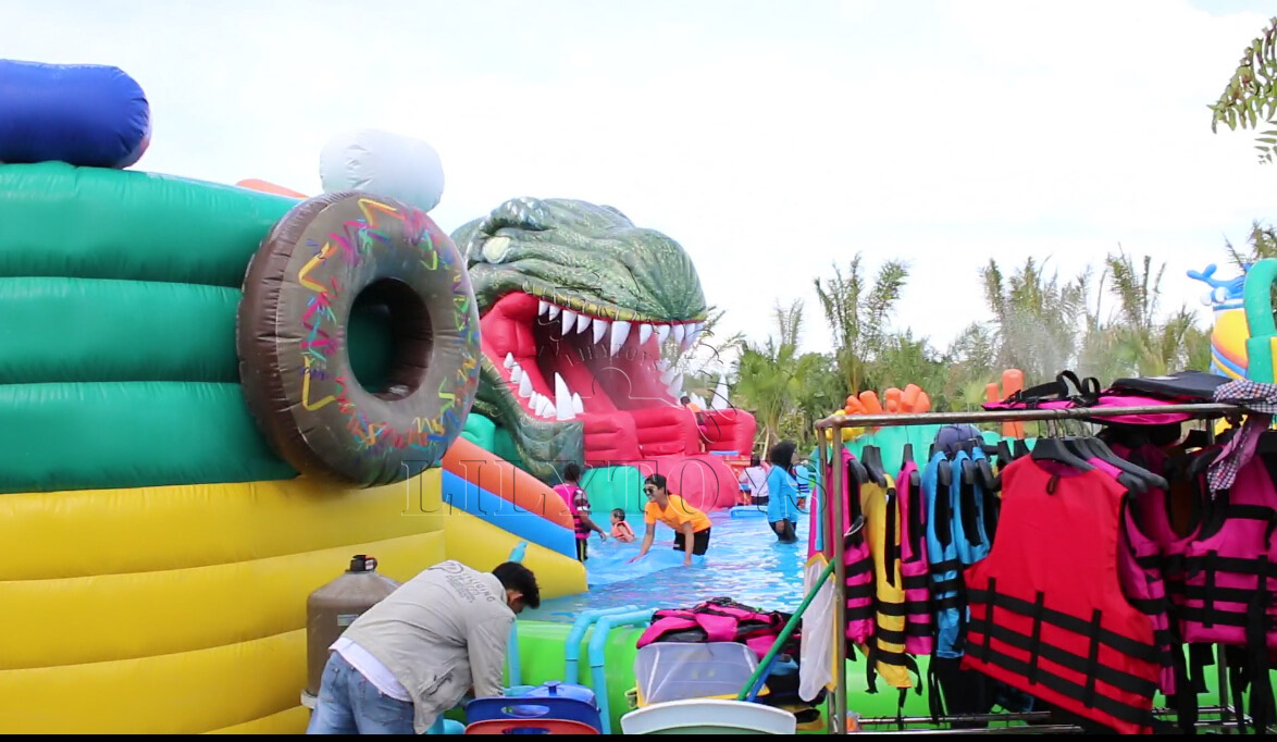 inflatable dinosaur water park for kids and adults