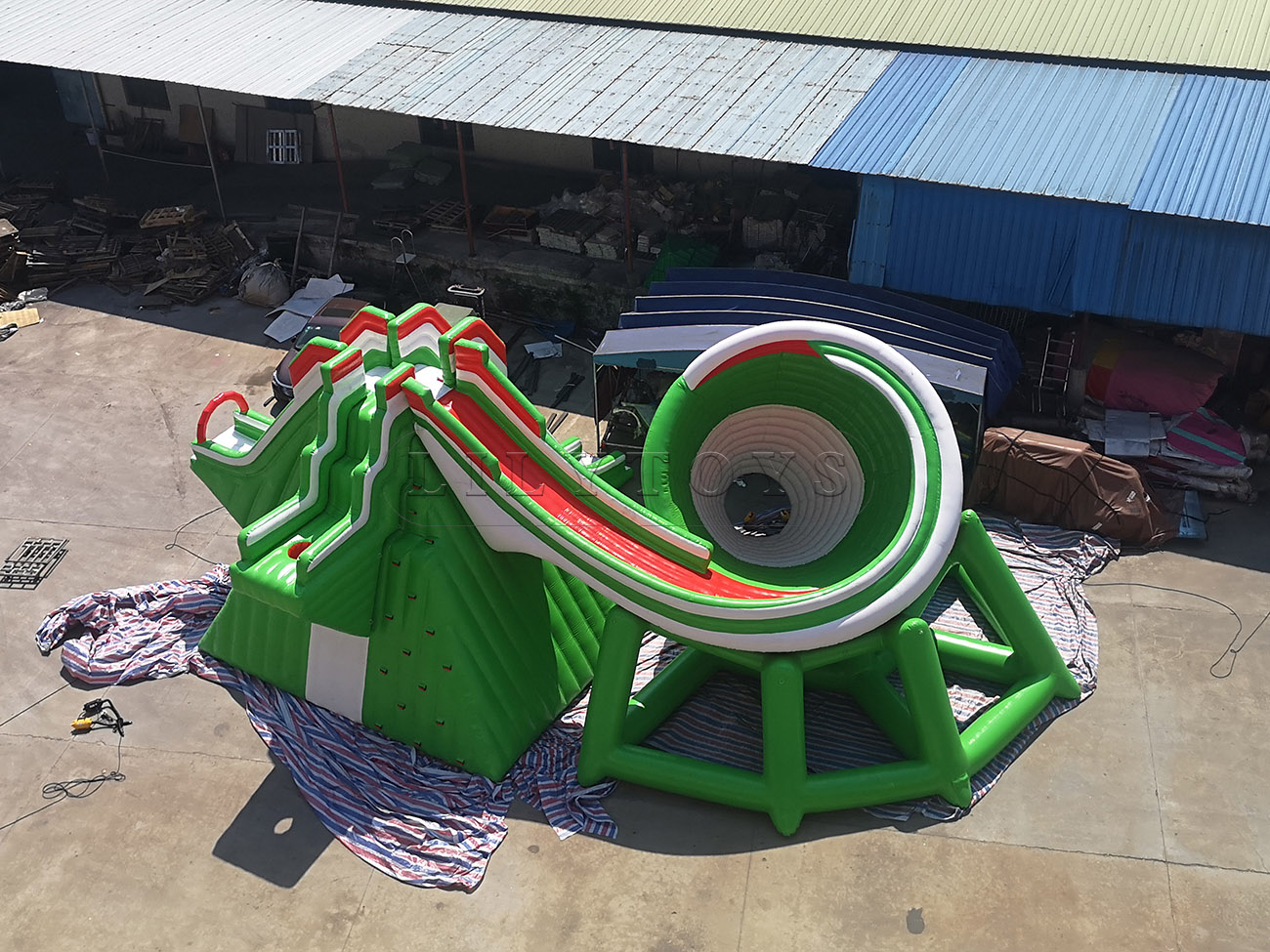 inflatable water park (90)