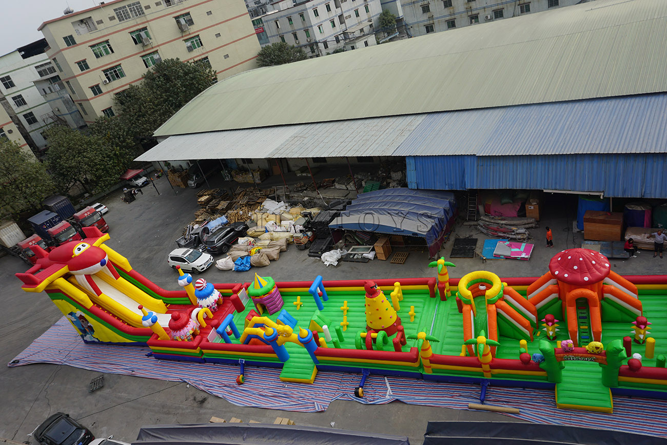 Flights theme gaint floating inflatable obstacle course