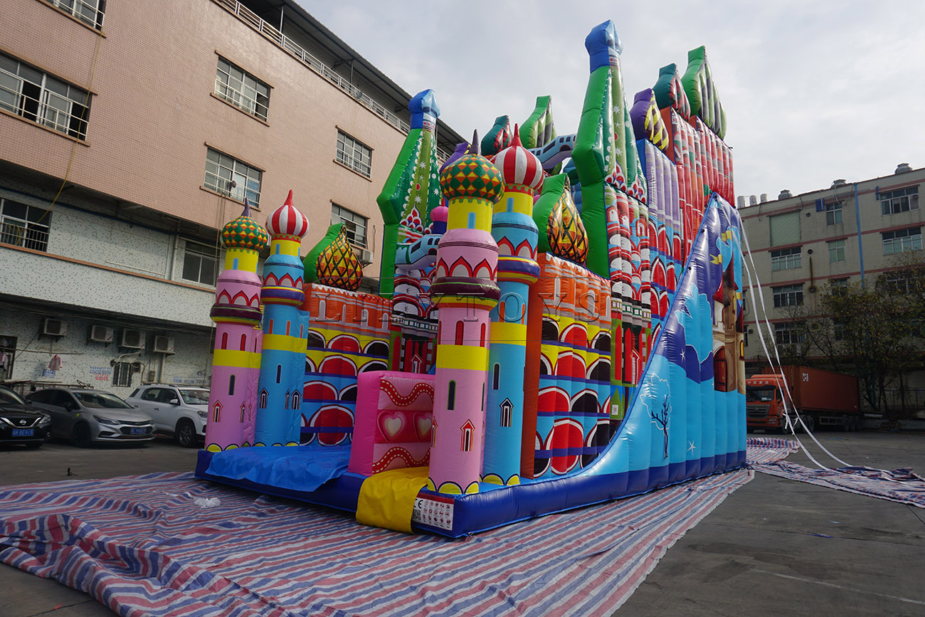 Giant inflatable castle for kids and adults